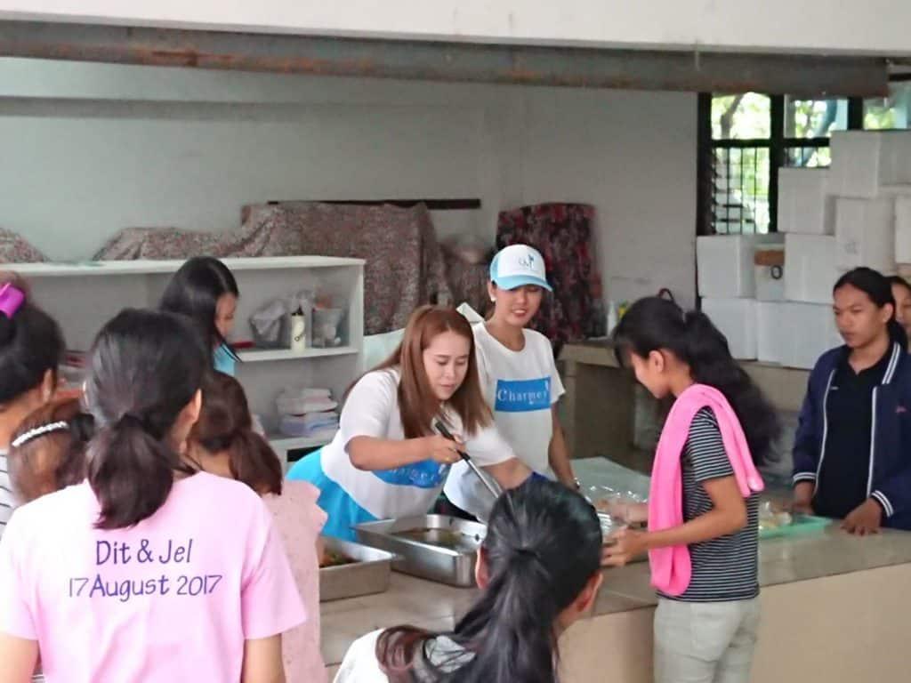 ชาเมอร์ คลินิก เลี้ยงอาหารกลางวัน ณ สมาคมส่งเสริมสถานภาพสตรีในพระอุปถัมภ์
